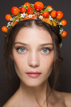 Dolce-and-Gabanna-backstage-beauty-spring-2016-fashion-show-the-impression-087