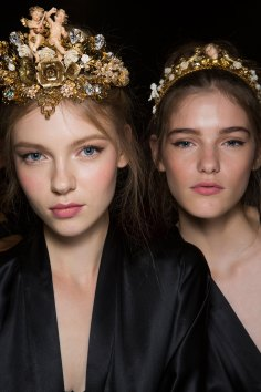 Dolce-and-Gabanna-backstage-beauty-spring-2016-fashion-show-the-impression-090