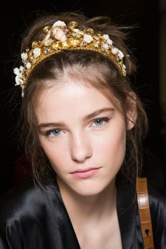 Dolce-and-Gabanna-backstage-beauty-spring-2016-fashion-show-the-impression-092
