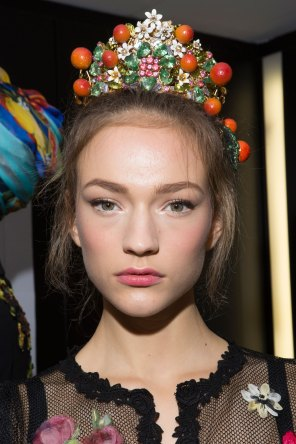 Dolce-and-Gabanna-backstage-beauty-spring-2016-fashion-show-the-impression-103