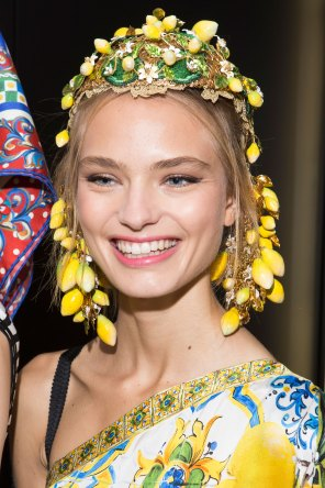 Dolce-and-Gabanna-backstage-beauty-spring-2016-fashion-show-the-impression-104