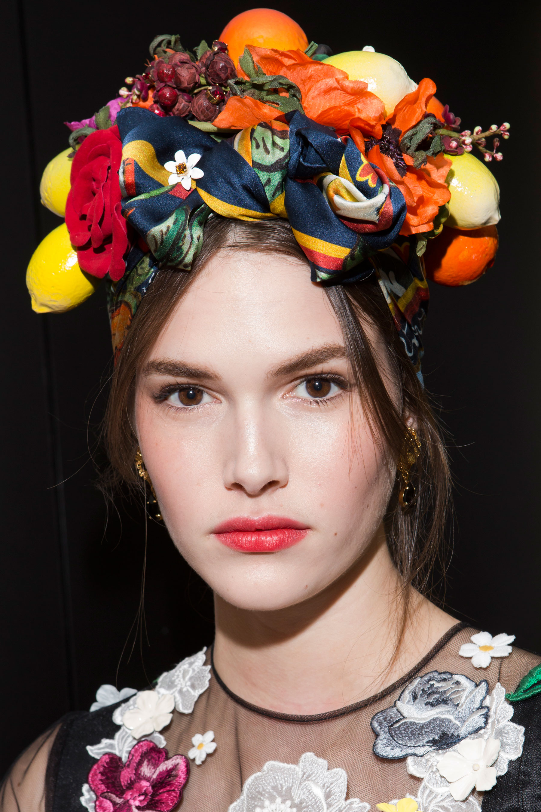 Dolce-and-Gabanna-backstage-beauty-spring-2016-fashion-show-the-impression-111