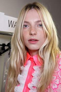 Emanuel-Ungaro-backstage-beauty-spring-2016-fashion-show-the-impression-039