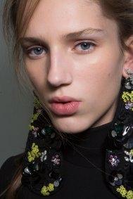 GIAMBATTISTA-VALLI-backstage-fall-2015-couture-the-impression-028