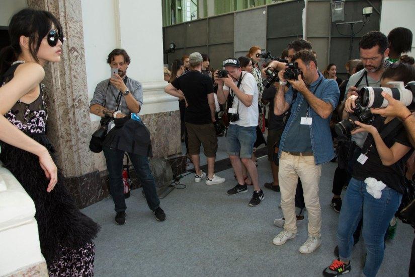 GIAMBATTISTA-VALLI-backstage-fall-2015-couture-the-impression-045