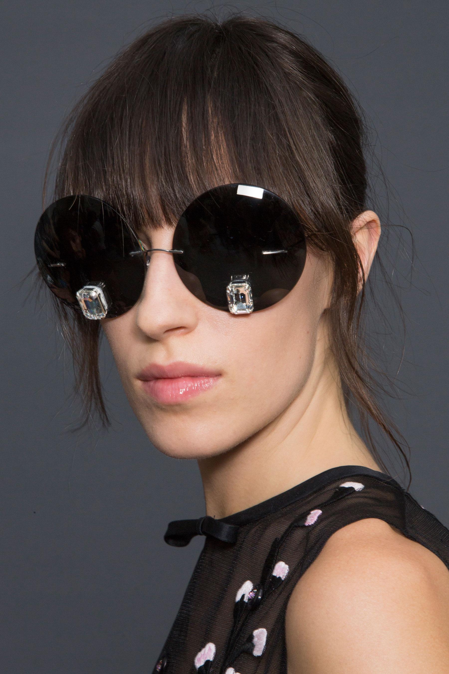 GIAMBATTISTA-VALLI-backstage-fall-2015-couture-the-impression-050