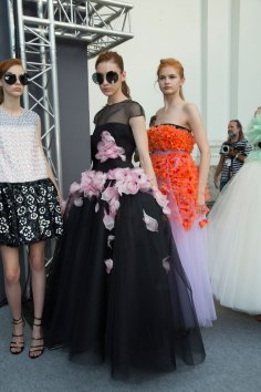 GIAMBATTISTA-VALLI-backstage-fall-2015-couture-the-impression-066