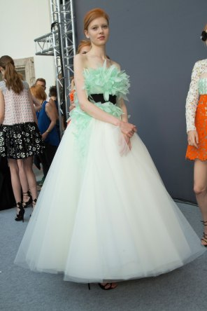 GIAMBATTISTA-VALLI-backstage-fall-2015-couture-the-impression-073
