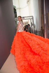 GIAMBATTISTA-VALLI-backstage-fall-2015-couture-the-impression-097