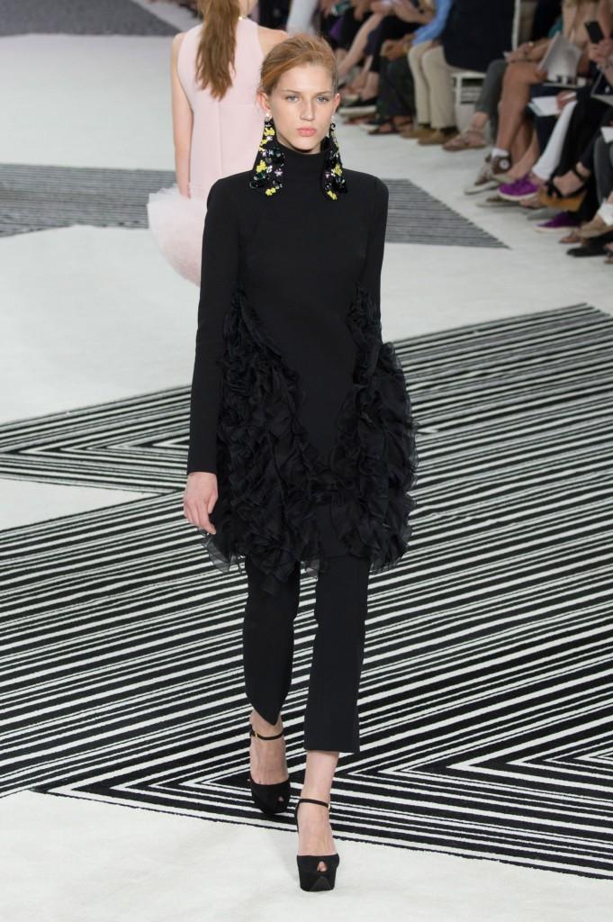 GIAMBATTISTA-VALLI-fall-2015-couture-the-impression-004