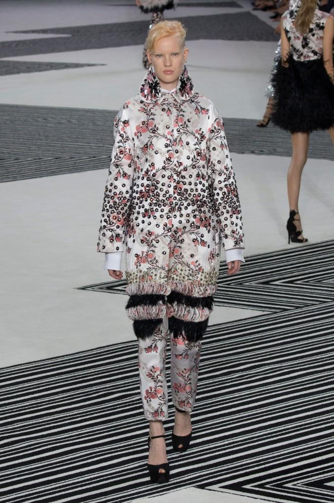 GIAMBATTISTA-VALLI-fall-2015-couture-the-impression-012