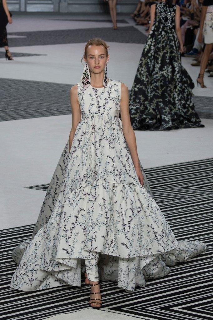 GIAMBATTISTA-VALLI-fall-2015-couture-the-impression-036