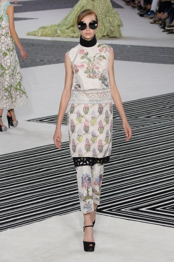 GIAMBATTISTA-VALLI-fall-2015-couture-the-impression-042