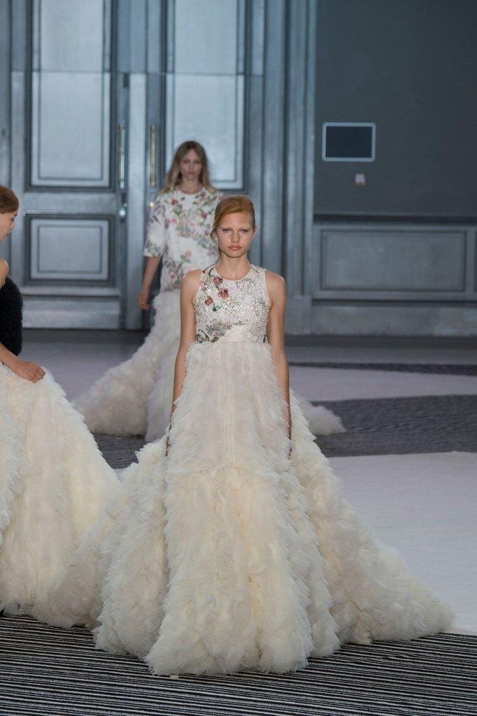 GIAMBATTISTA-VALLI-fall-2015-couture-the-impression-049