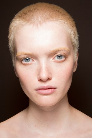 Gucci0-backsatge-beauty-spring-2016-fashion-show-the-impression-009