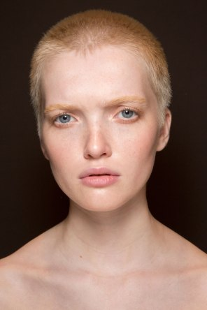 Gucci0-backsatge-beauty-spring-2016-fashion-show-the-impression-013