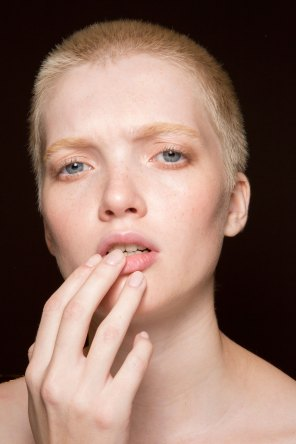 Gucci0-backsatge-beauty-spring-2016-fashion-show-the-impression-016