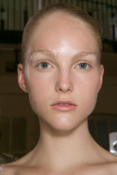 JW-Anderson-beauty-spring-2016-fashion-show-the-impression-001