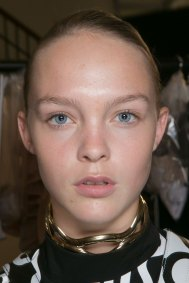 JW-Anderson-beauty-spring-2016-fashion-show-the-impression-006