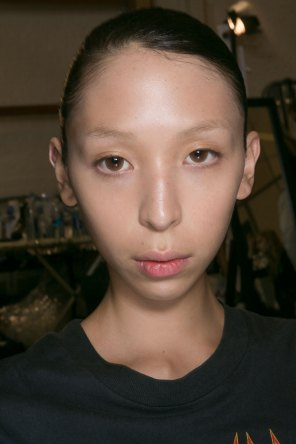 JW-Anderson-beauty-spring-2016-fashion-show-the-impression-009