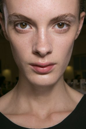 JW-Anderson-beauty-spring-2016-fashion-show-the-impression-019