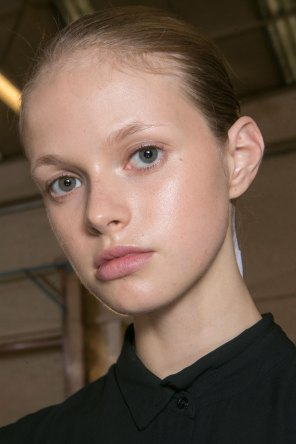 JW-Anderson-beauty-spring-2016-fashion-show-the-impression-027