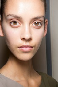 JW-Anderson-beauty-spring-2016-fashion-show-the-impression-057