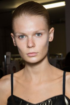 JW-Anderson-beauty-spring-2016-fashion-show-the-impression-061