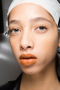 Kenzo-backstage-beauty-spring-2016-fashion-show-the-impression-006
