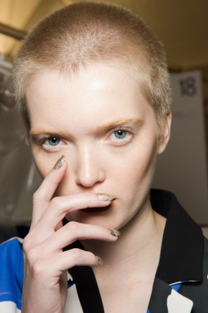 Kenzo-backstage-beauty-spring-2016-fashion-show-the-impression-032