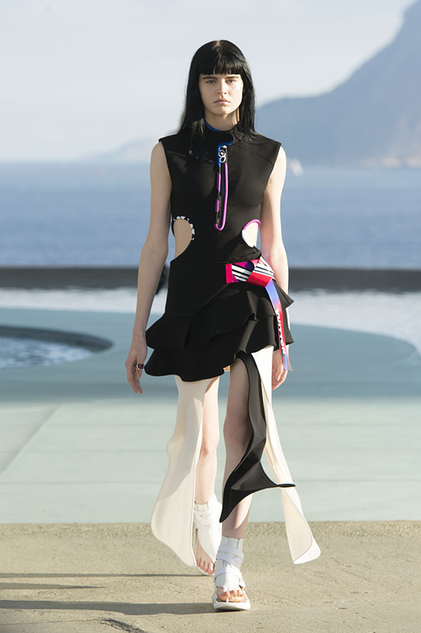 Louis-vuitton-resort-2017-the-impression-004