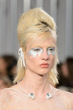 Maison-Margiela-spring-2016-runway-beauty-fashion-show-the-impression-005