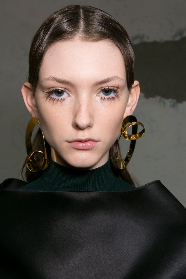Marni-backstage-beauty-spring-2016-fashion-show-the-impression-053