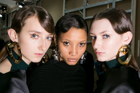 Marni-backstage-beauty-spring-2016-fashion-show-the-impression-058