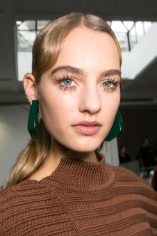 Marni-backstage-beauty-spring-2016-fashion-show-the-impression-066