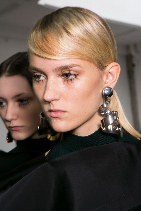 Marni-backstage-beauty-spring-2016-fashion-show-the-impression-068