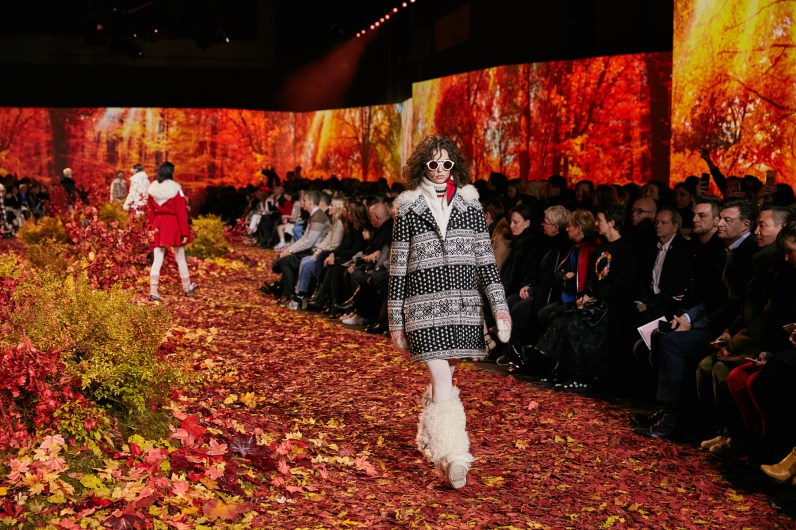 Moncler-Gamme-Rouge--fall-2017-fashion-show-atmosphere-the-impression-05
