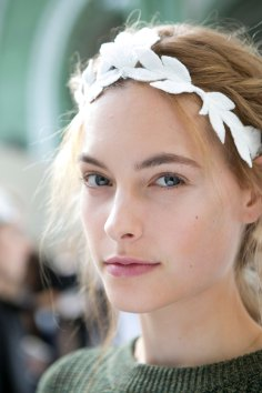 Moncler-Gamme-Rouge-spring-2016-beauty-fashion-show-the-impression-03