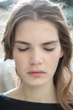 Moncler-Gamme-Rouge-spring-2016-beauty-fashion-show-the-impression-05