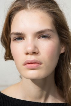 Moncler-Gamme-Rouge-spring-2016-beauty-fashion-show-the-impression-31