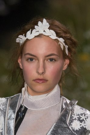Moncler-Gamme-Rouge-spring-2016-runway-beauty-fashion-show-the-impression-23