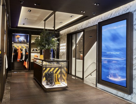 moncler-seoul-boutique-set-up-5