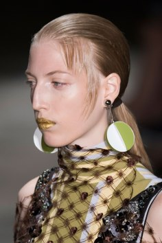 Prada-spring-2016-runway-beauty-fashion-show-the-impression-105