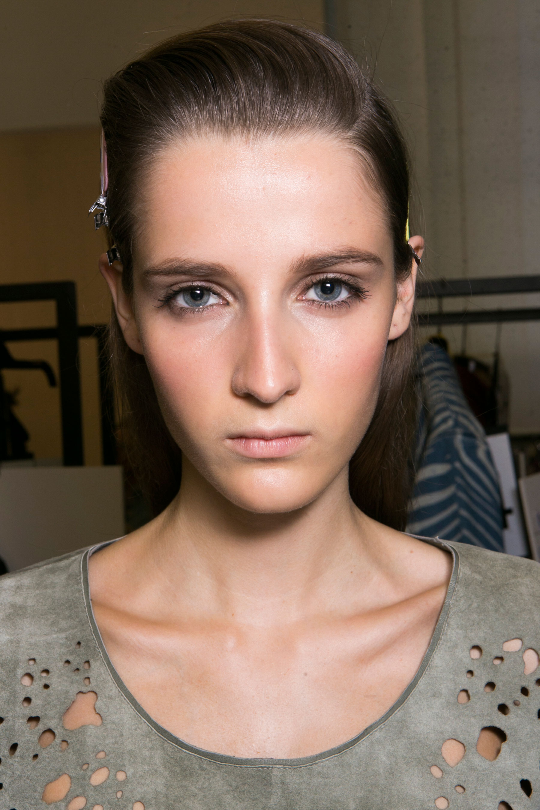 Roberto-Cavalli-Backstage-beauty-spring-2016-close-up-fashion-show-the-impression-001