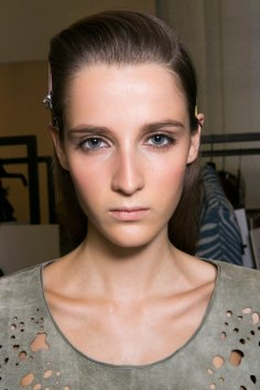 Roberto-Cavalli-Backstage-beauty-spring-2016-close-up-fashion-show-the-impression-001