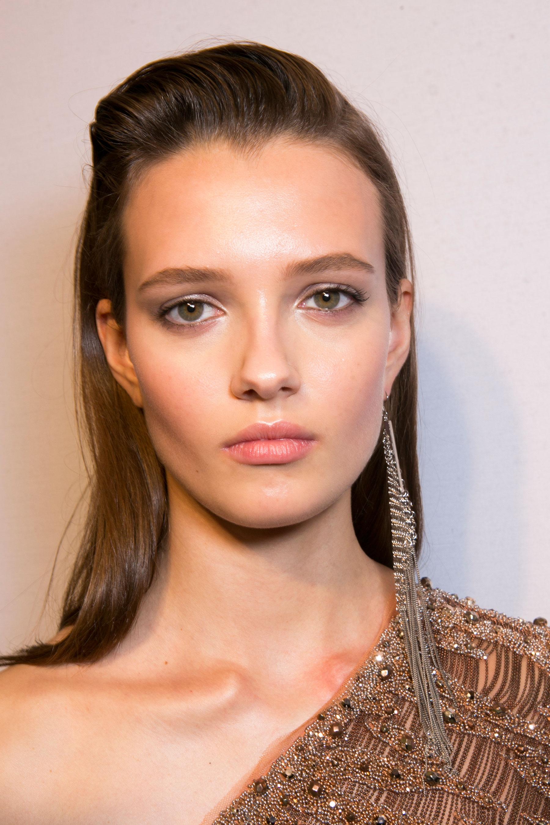 Roberto-Cavalli-Backstage-beauty-spring-2016-close-up-fashion-show-the-impression-038