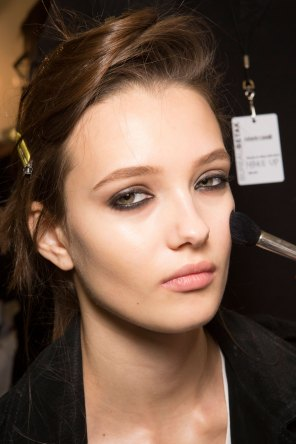 Roberto-Cavalli-Backstage-beauty-spring-2016-close-up-fashion-show-the-impression-062