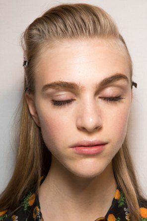 Roberto-Cavalli-Backstage-beauty-spring-2016-close-up-fashion-show-the-impression-094