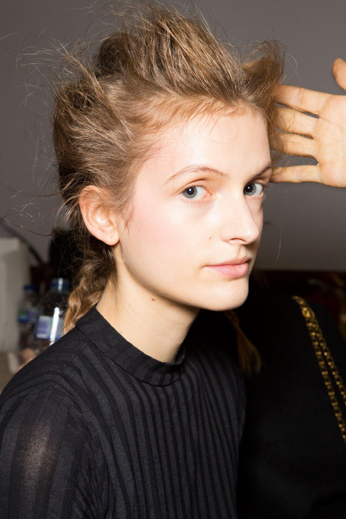 SIMONE-ROCHA-beauty-spring-2016-fashion-show-the-impression-029