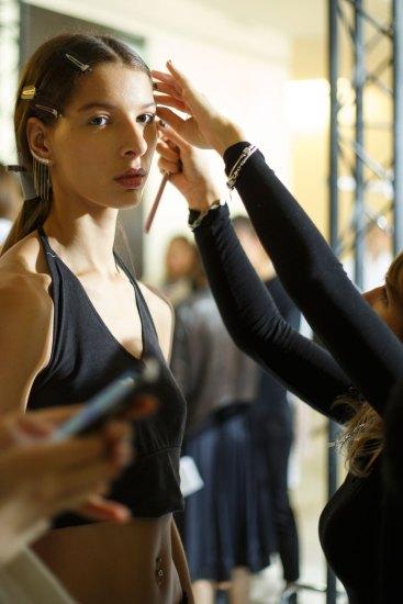 Sacai-spring-2016-beauty-fashion-show-the-impression-14